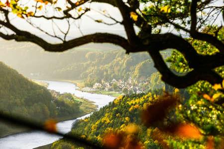 Picturesque autumn sunset scenery of Stadt Wehlen town and Elbe river from Bastei bridge and Sandstone mountains, Saxon Switzerland National Park near Dresden, Germany Standard-Bild