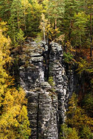 Picturesque autumn scenery of Elbe Sandstone mountains, Saxon Switzerland National Park near Dresden, Germany Standard-Bild