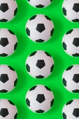 Many black and white football balls background, pattern and print Imagens