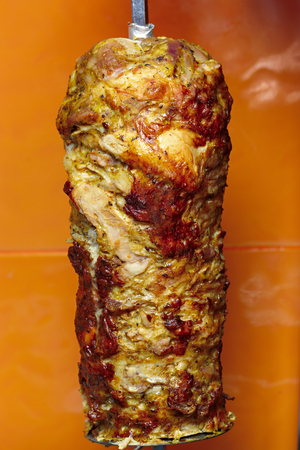 Cooking meat for shawarma. Middle Eastern dish prepared on the grill. Archivio Fotografico - 117749158
