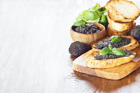 Bruschetta with black truffle, salsa tartufata. Archivio Fotografico