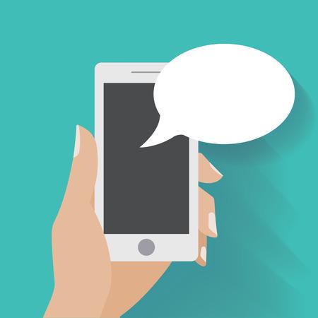 Hand holing smartphone met lege tekstballon voor tekst. Met behulp van slimme telefoon vergelijkbaar met iPhon voor sms-berichten.
