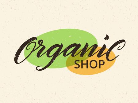 オーガニック ショップのラベルです。健康食品店や市場のロゴのテンプレートです。手描きリサイクル紙の背景にレタリングします。テクスチャを