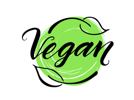Vegan hand getekende borstel belettering. Veganistwoord, etiket met bladeren en groene achtergrond.