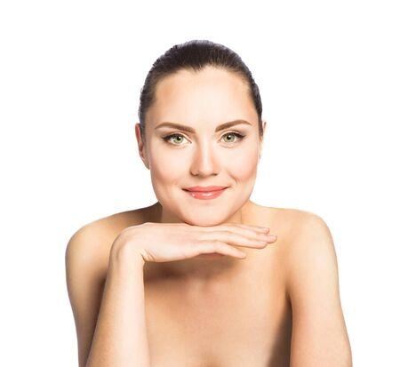 eyes green: Retrato de mujer hermosa con ojos verdes aisladas sobre fondo blanco