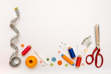 Copyspace rám s šicích nástrojů a doplňků