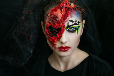 gouged: Portrait of scary witch, part of brain  one eye gouged out. Big terrible scar on beautiful young face. Black veil on her head. Corpse Bride brutal murder. Can be used for Halloween party, 31 october