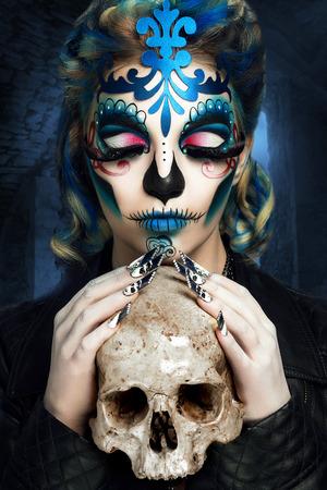 新しい創造的なカラベラは、人間の頭蓋骨の表現です。デッド径デ ロス ムエルトスの日とローマ カトリック休日一日中魂のメキシコ祭典メイクア