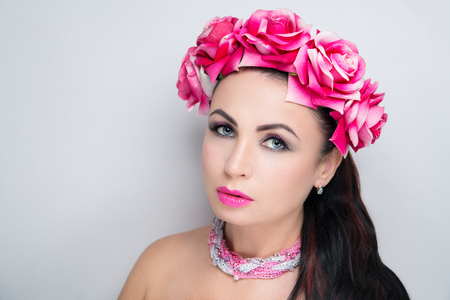 Beautiful woman wearing massive flower wreath. Long black hair ponytail. Professional cosmetics makeup. Velvet lipstick lip-gloss. New photo close up portrait, gray color background horizontal banner Banque d'images - 95064185