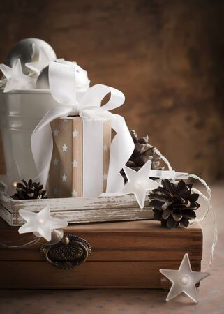 White Brown Christmas Gifts with a Box in the Middle with White Ribbon and Pine Cones Standard-Bild