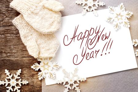 Weihnachtskarte mit Message Frohes Neues Jahr auf dem Brief, isoliert auf weiss, dekoriert Schneeflocken und Handschuhe Standard-Bild - 23096103