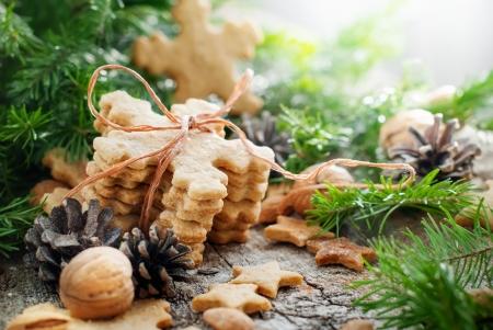 galletas de jengibre: Jengibre Galletas copos de nieve en la composici�n de la Navidad