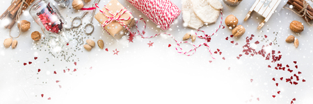 Banner Christmas Decorations Box Nuts Cord Fir Toys Glitter Cinnamon Sledge Mittens Natural Gifts on Grey Background Stockfoto