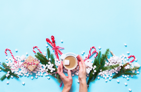 Christmas Gift Mini Marshmallows Candy Cane Female Hands Holds Cocoa Poweder Sugar Blue Background Copy Space Flat Lay Top View Winter Traditional Food Drink Imagens