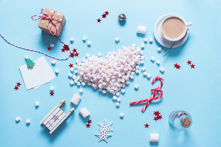 Concept Preparation Christmas Heart Gift Mini Marshmallows Candy Cane Cocoa Poweder Sugar Blue Background Copy Space Flat Lay Top View Winter Traditional Food 스톡 콘텐츠