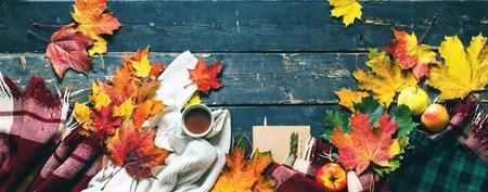 golden autumn cup chocolate orange maple leaves con plaid e maglione vista dall'alto