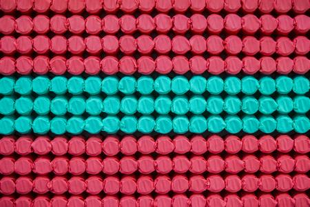 Pocket independent spring sewn in color span-bond. Inside mattress.