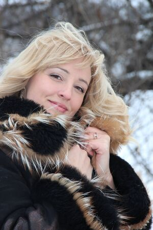 portrait of a blonde on a winter background Zdjęcie Seryjne