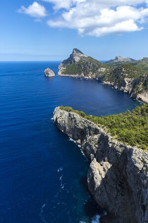 The Es Colomer viewpoint, also known as Sa Creueta, is located on the Formentor peninsula, in the northwest of the island of Mallorca. A place to admire the views of the sea and the sunsets Banco de Imagens
