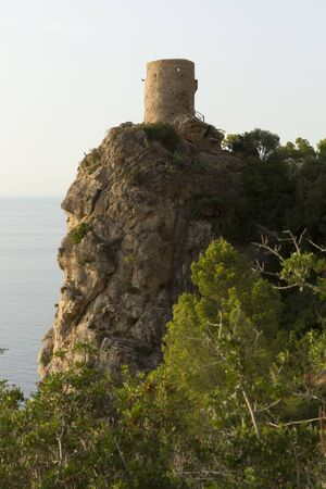 La Torre des Verger is on the road from Banyalbufar to Estellencs. You can enjoy exceptional sunsets and a panoramic view that covers the entire coast to La Dragonera. Banco de Imagens