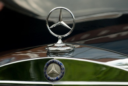 MOSCOW - MAY 15: Mercedes-Benz emblem logo on exhibition at «Mercedes-Benz Classic Day-2010», massive oldtimer rally, Moscow, Russia, on May 15, 2010 Stock Photo - 8779774
