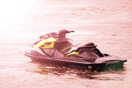 motorizado: luxury motor boat, beautiful sunset, sea or ocean