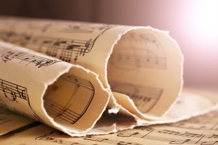 Geschreven blad met muzieknotatie in sepia noten