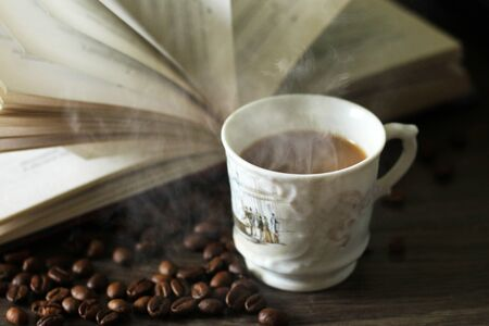 cup of latte or cappuccino coffee with a book Foto de archivo - 128256380