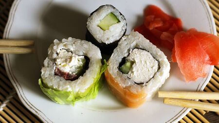 Delicious rice and fish rolls. Traditional Japanese cuisine. So close. Foto de archivo - 128256444
