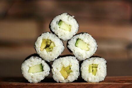 Pyramid of rolls in sushi bar, a set Foto de archivo - 128256610