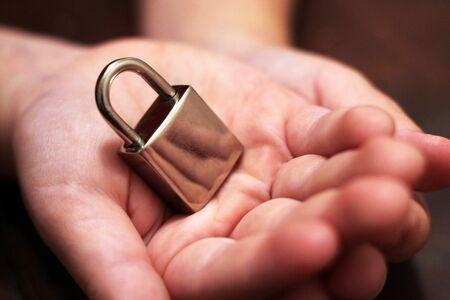 Metal lock in children's hands Foto de archivo - 129677048