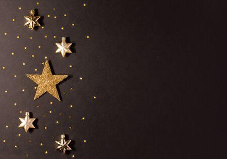 Gold star on a black background 版權商用圖片