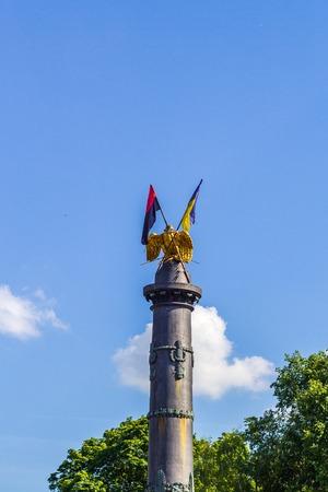 POLTAVA, UKRAINE - May 15, 2018: Monument of Glory with the fixed State Flag of Ukraine and the flag of the Organization of Ukrainian Nationalists Reklamní fotografie - 122641184