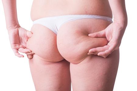 grosse fesse: Femme en culotte blanche avec la cellulite sur son cul. isolé sur backgroun blanc avec chemin de détourage inclus