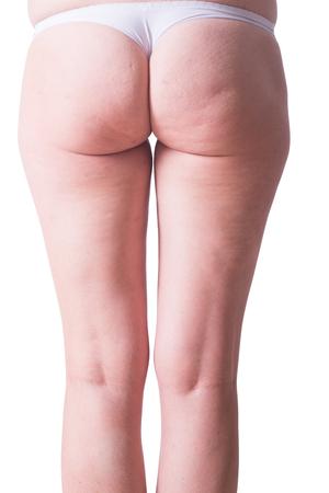 grosse fesse: Femme en culotte blanche avec la cellulite sur ses jambes .isolated sur backgroun blanc avec chemin de d�tourage inclus