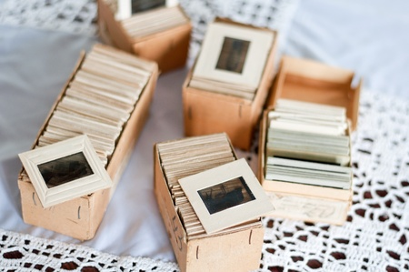 Old slides into a cardboard box Imagens