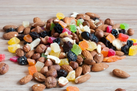 Nueces, pasas y frutas confitadas photo