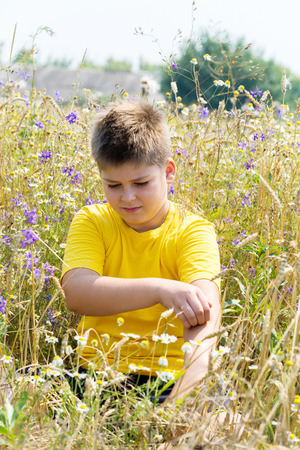 antihistamine: Boy with an allergy to the hands