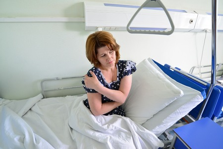 middle joint: Female patient with joint pain in a hospital ward