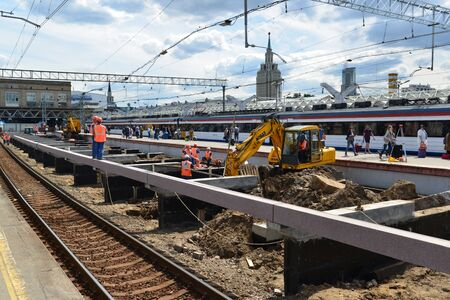 leningrad: MOSCOW, RUSSIA - 17.06.2015. Reconstruction of the railway at the Leningrad station.