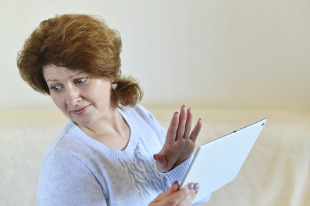 atrocity: Woman unpleasantly surprised by what he saw on the Tablet PC