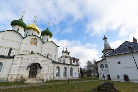 IGLESIA: Transfiguration Cathedral in St. Euthymius monastery in Suzdal was built in the 16th century. Golden Ring of Russia Travel