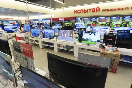 televisor: Khimki, Russia - December 22 2015. TV in Mvideo large chain stores selling electronics and  a household appliances