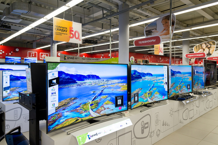 televisor: Moscow, Russia - February 02. 2015. TV in Eldorado is large chain stores selling electronics and household appliances