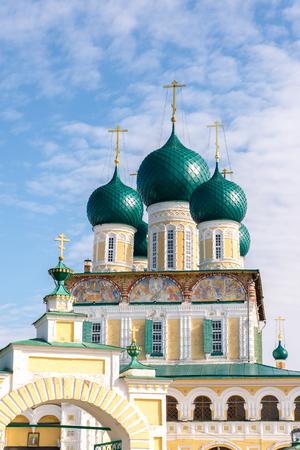 resurrección: Catedral de la resurrección en un Tutaev, Rusia. Viajes Golden Ring