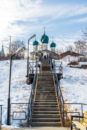 resurrecci�n: Tutaev, Rusia - 28 de marzo de 2016. catedral de la resurrecci�n en un Tutaev, Rusia. Viajes Golden Ring