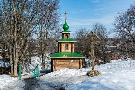 source d eau: Chapelle sur la source de l'eau b�nite dans la ville de Tutaev, Russie