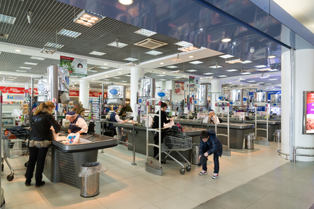 supermarket checkout: Moscow, Russia - April 04.2016. Supermarket checkout of Alye Parusa