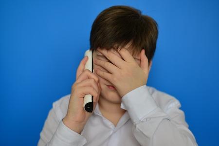 pert: Upset teenage boy talking by a radiotelephony