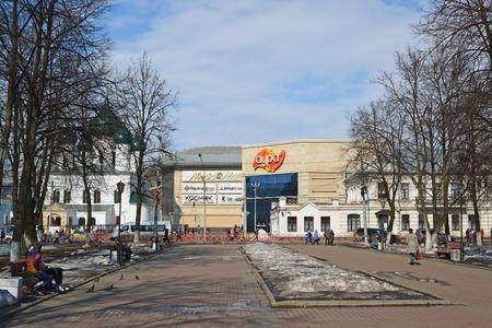 aura: Russia, Yaroslavl-March 29.2016. Shopping mall Aura at a Svoboda  street